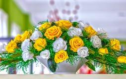 Excellent panier congelé de fleur sur l'étagère Photos stock