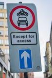 Excepté le panneau routier d'accès images libres de droits