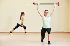 Excercises фитнеса с гантелями Стоковое Изображение RF