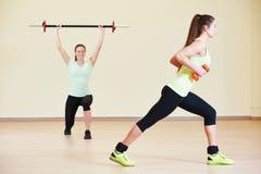 Excercises фитнеса с гантелями Стоковая Фотография RF