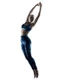 Excercises de la aptitud de la mujer que saltan la silueta Imagen de archivo libre de regalías