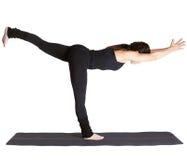 excercising yoga för virabhadrasana iii arkivfoton