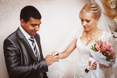 Exchange of wedding rings Royalty Free Stock Images