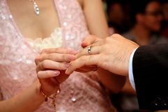 Exchanging of wedding rings Royalty Free Stock Images