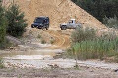 Excitação fora do drivig da estrada em um poço de vencimento da areia Foto de Stock Royalty Free