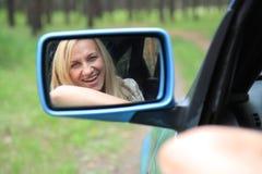 Excitador-mulher de sorriso Imagens de Stock Royalty Free