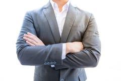 Excitamento do suporte do homem de negócios tem a pose esperta e é negócio Imagens de Stock Royalty Free