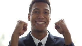 Excitation du succès, geste par l'homme d'affaires, portrait image stock