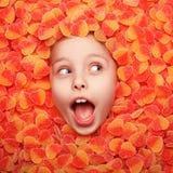 Excite a criança que levanta na geleia de fruto foto de stock royalty free