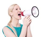 Excite el grito de la mujer con el megáfono foto de archivo