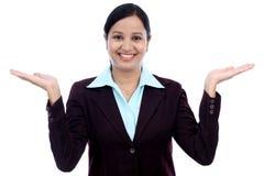 Excited бизнес-леди против белизны Стоковая Фотография RF
