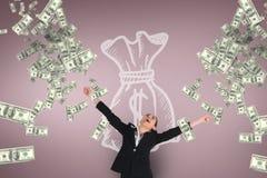 Excited бизнес-леди смотря дождь денег против розовой предпосылки с значком денег Стоковые Фотографии RF