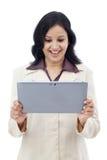 Excited бизнес-леди с таблеткой Стоковая Фотография RF