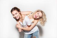 Excited девушки обнимая совместно Стоковая Фотография