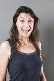Excited женщина выражая изумление или сюрприз стоковое фото