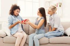 Excited женщина получая подарок от ее друзей Стоковые Фотографии RF