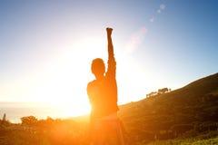 Excited женщина смотря заход солнца Стоковые Фотографии RF