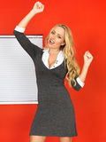 Excited счастливая молодая бизнес-леди празднуя Стоковое фото RF