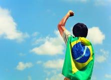 Excited человек держа флаг Бразилии Стоковая Фотография RF