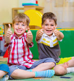 Excited children holding thumbs up Royalty Free Stock Photography