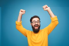 Free Excited Man In Yellow Holding Hands Up Stock Images - 114212294