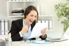 Free Excited Office Worker Reading A Letter Stock Image - 117597241