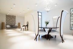 Exclusief binnenland met modern meubilair stock afbeelding