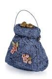 Exclusief met de hand gemaakt stuk speelgoed in de vorm van blauwe geïsoleerde handtas, stock afbeelding
