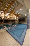 Exclusief zwembad stock afbeeldingen