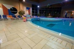 Exclusief zwembad stock foto's