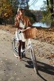 Excursão da bicicleta do outono Foto de Stock