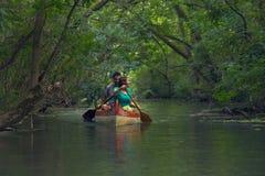 Excursão da canoa em um rio Imagens de Stock Royalty Free