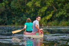 Excursão da canoa em um rio Imagem de Stock