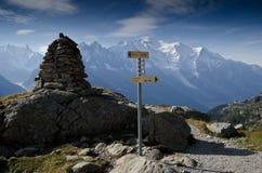 A excursão de Mont Blanc arrasta sinais fotografia de stock royalty free