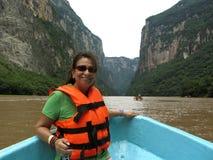 Excursão do barco da garganta de Sumidero foto de stock