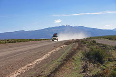 Excursão do jipe perto de salar de Uyuni Bolívia Foto de Stock