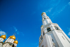 Excursão 25 do Kremlin: Catedral do aviso e Ivan t fotografia de stock royalty free