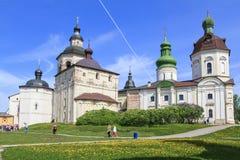 Excursión al monasterio de Kirillo-Belozersky Imagenes de archivo