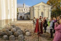 Excursión al Novgorod el Kremlin Foto de archivo libre de regalías
