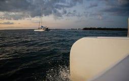 Excursión de la navegación del catamarán en Varadero, Cuba foto de archivo