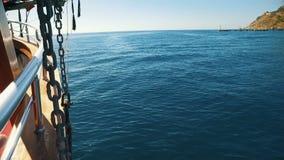 Excursie op een piraatschip in Turkije stock footage