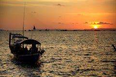 Excursion asiatique de bateau photo stock