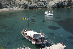 Excursion boat anchored in Kyra P. bay, Alonissos Royalty Free Stock Images