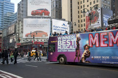 Excursion de bus pilotant par le Midtown de Manhattan Images libres de droits