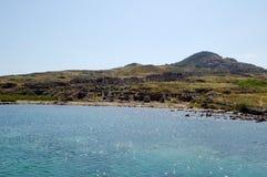 Excursion vers l'île de Delos Nagez sur le bateau, sous le drapeau de la Grèce Images libres de droits