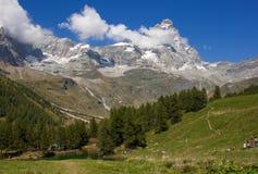 Excursiones de la familia de la montaña Fotografía de archivo libre de regalías