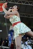 Exécution de Katy Perry sous tension. Image libre de droits
