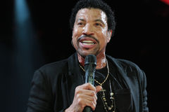 Exécution de Lionel Richie vivante à l'O2 à Londres Photo libre de droits