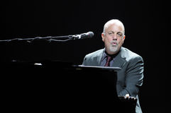 Execução de Billy Joel viva. imagens de stock royalty free