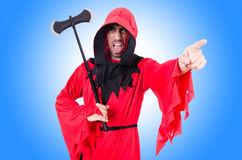 Executioner στο κόκκινο κοστούμι με το τσεκούρι Στοκ φωτογραφίες με δικαίωμα ελεύθερης χρήσης